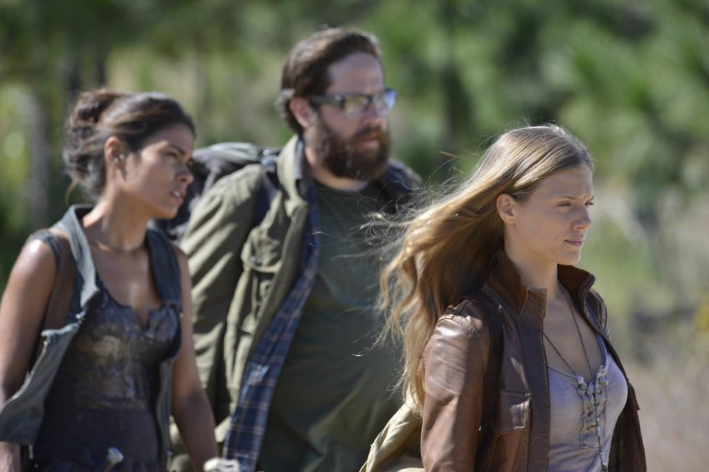 Charlie, aaron és Nora sietnek valahova