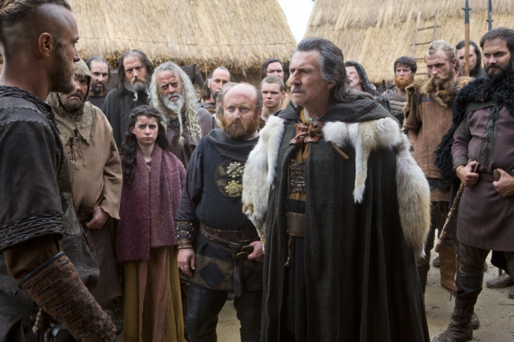 Gabriel Byrne (Earl Haroldson) csúnyán méregeti szegény Ragnart