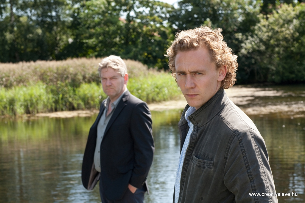 Kenneth Branagh: Kurt Wallander és Tom Hiddleston: Martinsson szerepében.