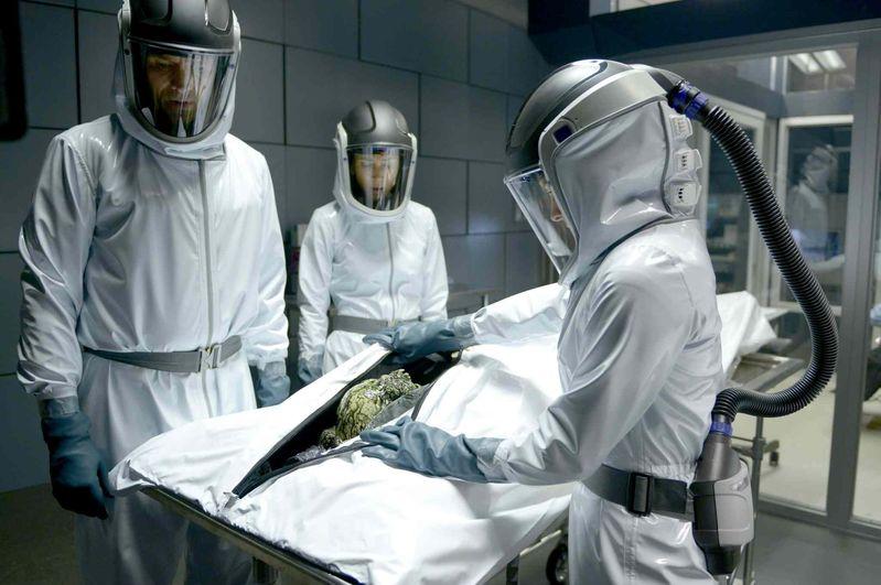 Az évad első epizódjaiban még a tudományos kutatómunkáé volt a főszerep.