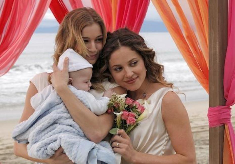 Emily Thorne és Amanda Clarke (Emily VanCamp és Margarita Levieva), na melyik kicsoda? :)
