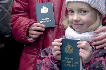 Magyar igazolvány 2002 - MTI fotó: Németh György