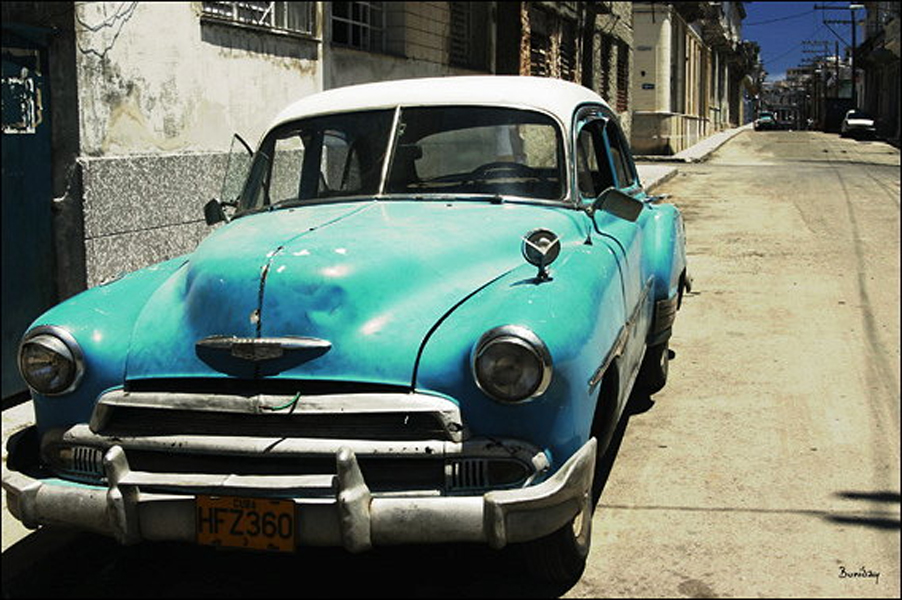 Kék autó Havannában